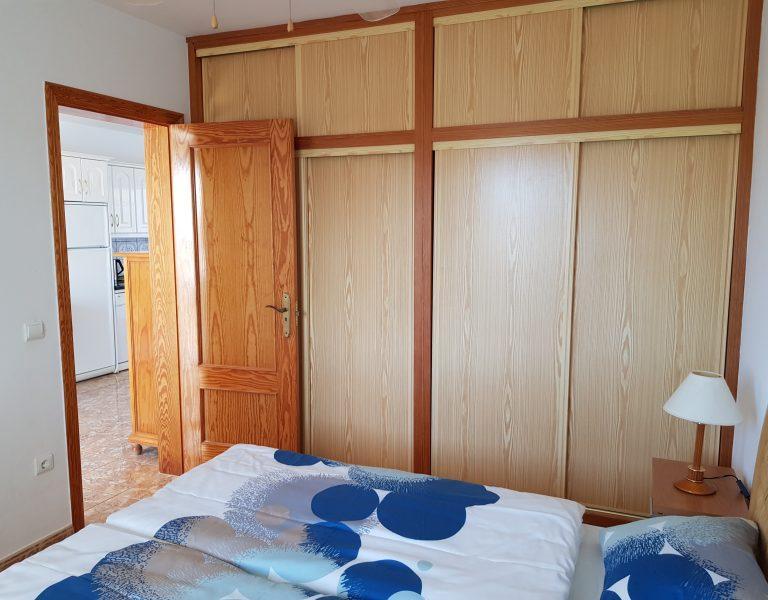 Hauptschlafzimmer_Schrank_Ferienwohnung_A15